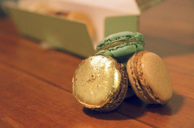 Golden Chocolate Macaron.