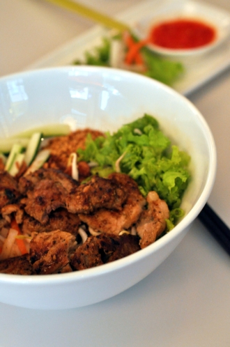 Dry Noodles with Pork Chop :: $9.20++