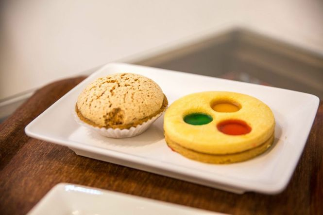2 Pastries (Almond Macaron & 3-Hole Cookie) served with Kopi / Teh :: $4.20