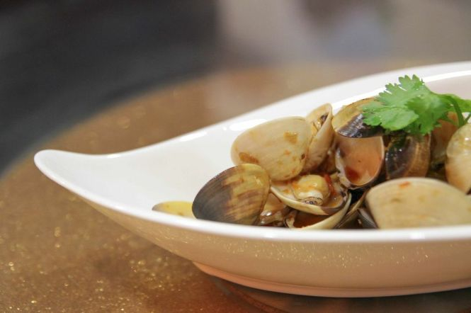 Hoay Lai Pad Prik Pao. Clams Flambe in Chili Jam & Chef's Stock :: $14.80 / $22.80