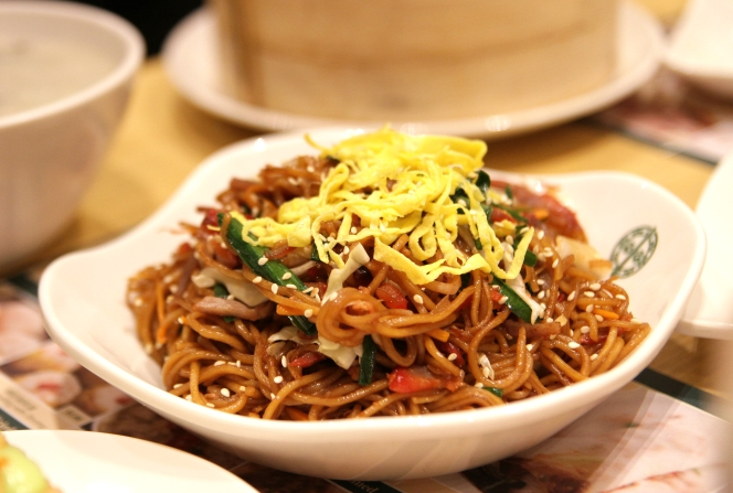 Fried Noodle with BBQ Pork & Soy Sauce :: $6++