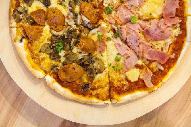Hawaiian & Italian Sausage 12'' Pizza :: $17.50++