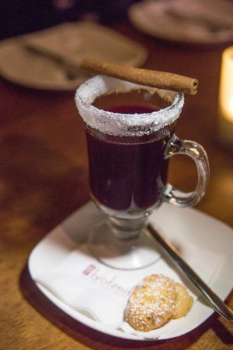 Homemade Mulled Red Wine in English :: $12.50++