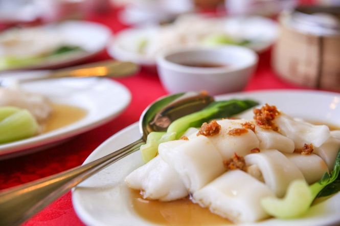Steamed Rice Roll with Prawn / Asparagus.