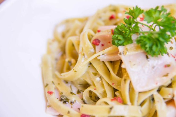 Cream & Parsley Pasta (with Turkey Ham) :: $12.90+