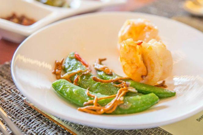 Stir-fried Prawns with Cordyceps Flower.