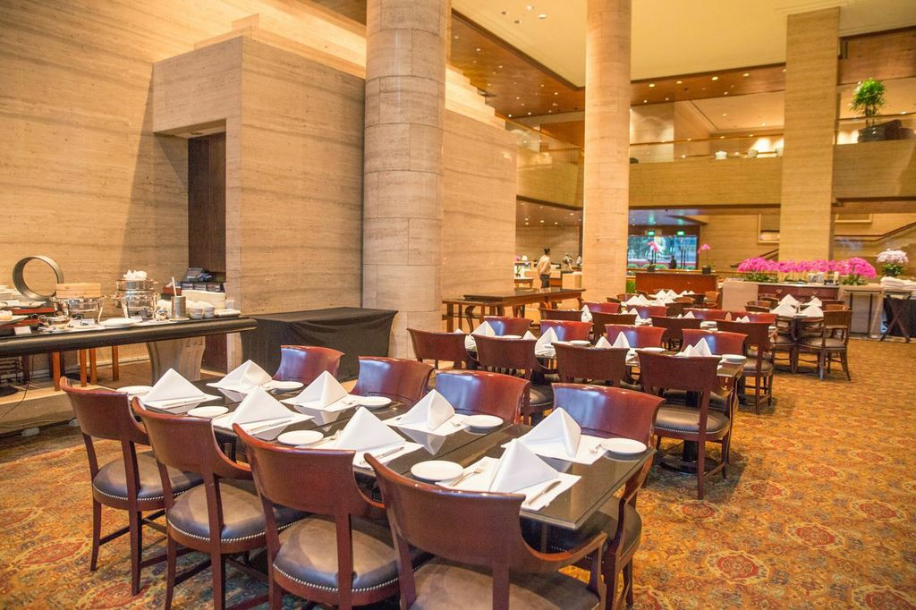 The Dining Room Sheraton Towers Buffet Review