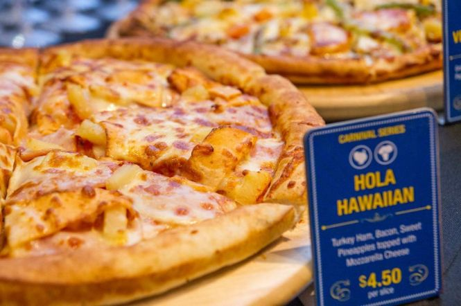 Hola Hawaiian Pizza.
