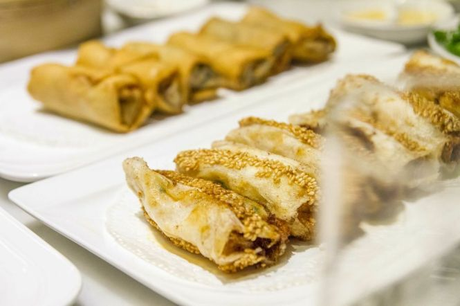 Prawn & Mango Sesame Fritters :: $4++/3pieces Crispy Vegetarian Spring Roll :: $3.20++/3pieces
