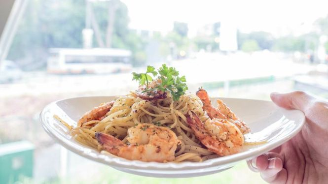 Fresh Sea Prawn Aglio Olio :: $16++