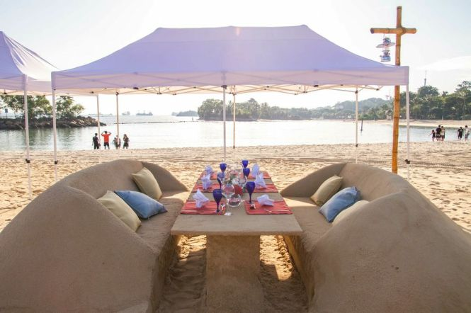 Sand-Dining Concept.