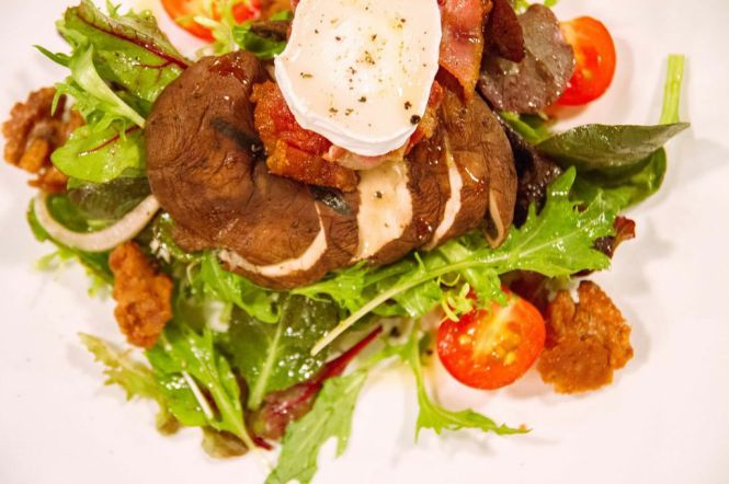 Grilled Portobello Salad :: $15++