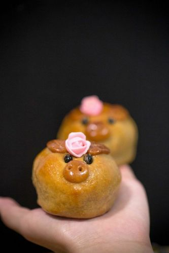 Baked Prosperous Piglets with Silver Lotus Paste, Macadamia Nuts and Single Yolk :: $36/2 pieces, $65/4 pieces.