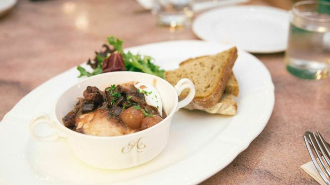 Poached Eggs with Red Wine Sauce :: $17.50++