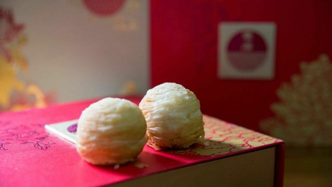 Mini Crispy Yam Mooncake :: $48+/box of 9