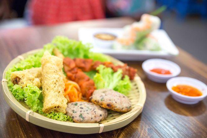 Vietnamese Snack Platter :: $8.90
